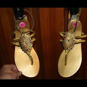 Nine West sandal with jewls